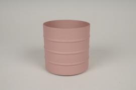 A002U9 Pink metal planter D9.5cm H9.5cm