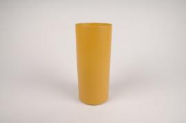 A003CC Vase en métal cylindre jaune D9cm H22cm