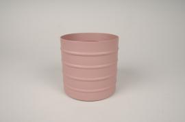 A006U9 Pink metal planter D12cm H12cm