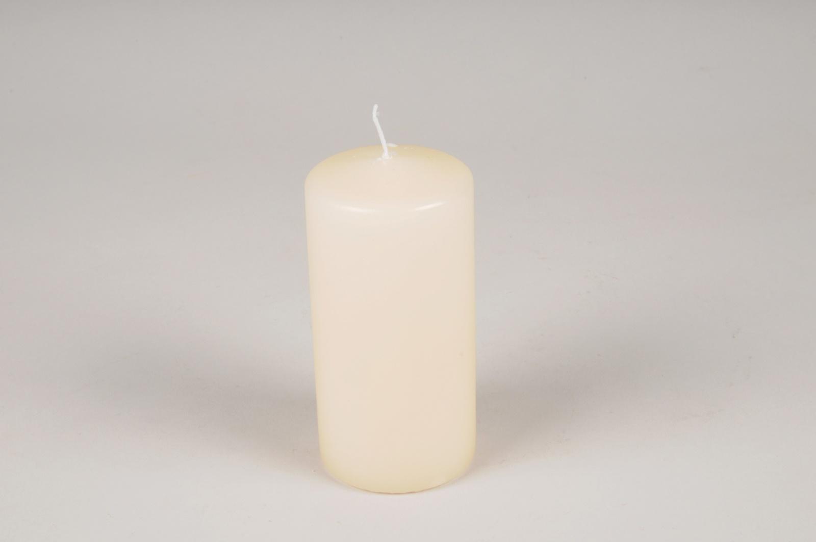 A011RP Boîte de 24 bougies cylindre ivoire D5cm H8cm