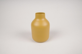 A015CC Vase en métal jaune D9cm H14cm