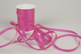 A018RB Curling ribbon fuchsia matte 10mm x 250m