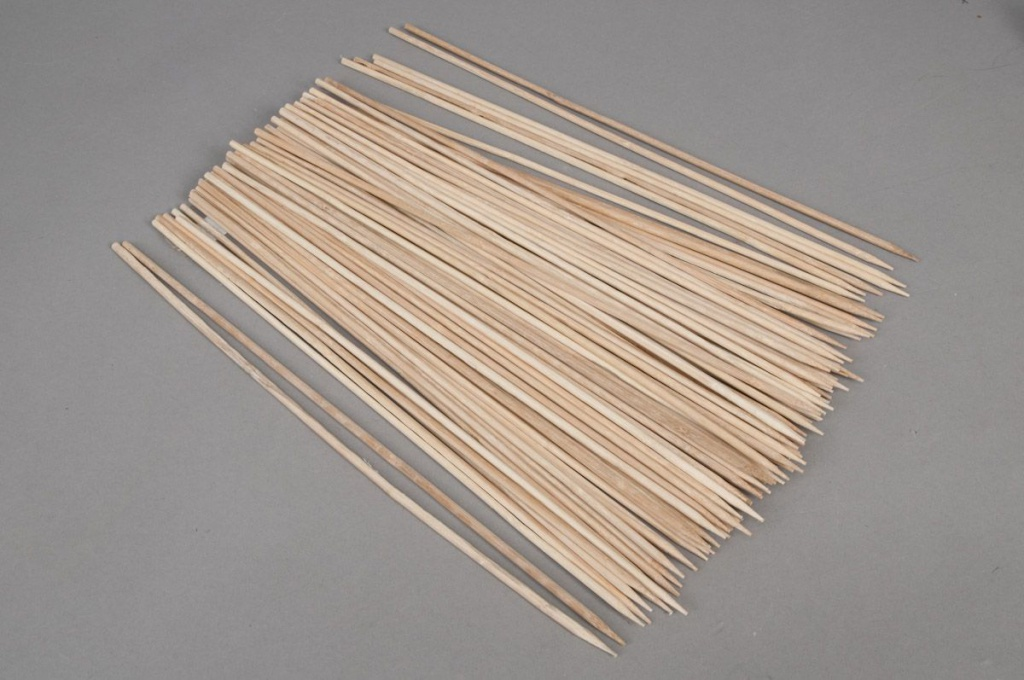 A019DN Box of 100 stakes natural bamboo 60cm