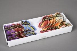 A019E9 Boîte de 12 pics papillons en plume D8cm