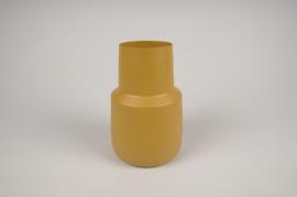 A023CC Vase en métal jaune D12cm H17cm