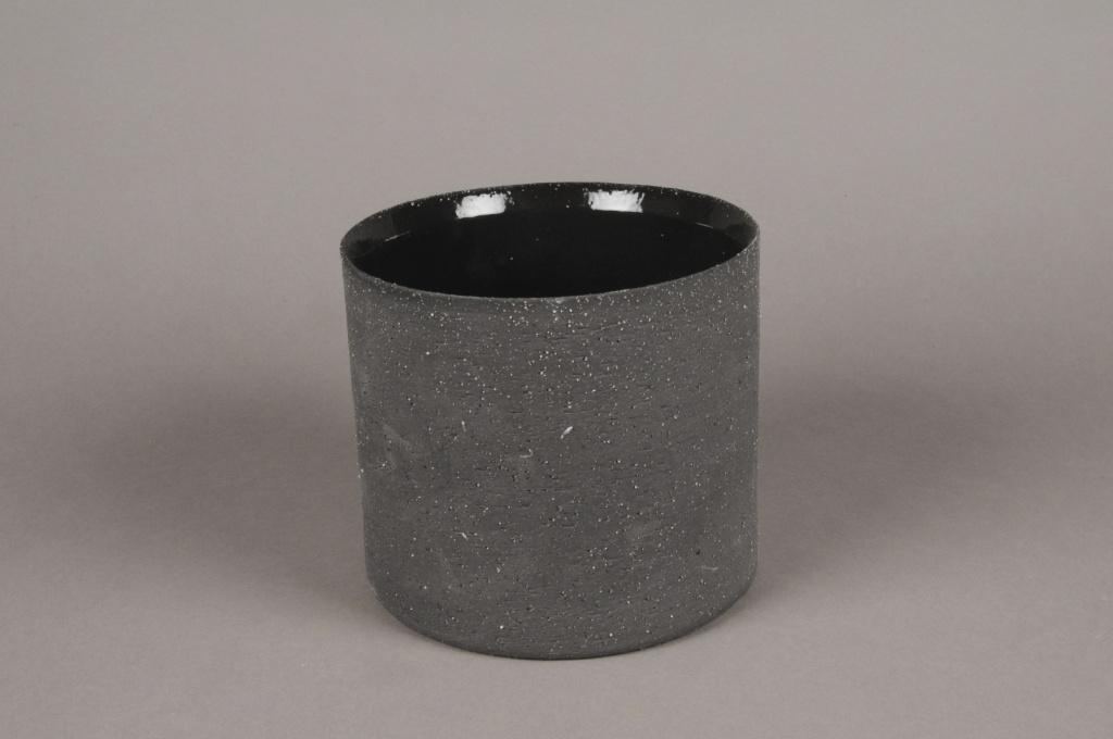 A031N8 Black terracotta planter D12.5cm H10cm