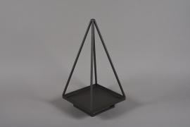 A033ZV Pyramide en métal noir 40x40cm H70cm