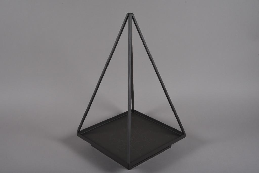 A034ZV Metal pyramid 30x30cm H60cm