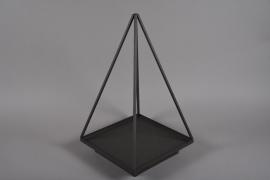 A034ZV Pyramide en métal noir 30x30cm H60cm