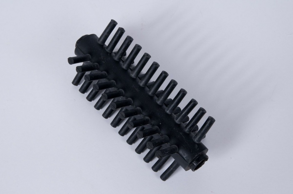 A040MO Pack of 2 soft brushes to defoliate or remove thorns
