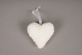A040UH Box of 6 white beads hearts D7cm