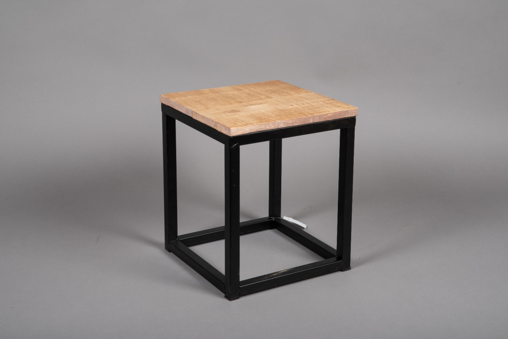 A041AY Wooden and metal stand 25cm x 25cm H30cm