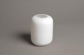 A042P5 White glass vase D8cm H11cm
