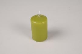 A044RP Boîte de 24 bougies cylindre vert olive D4cm H6cm