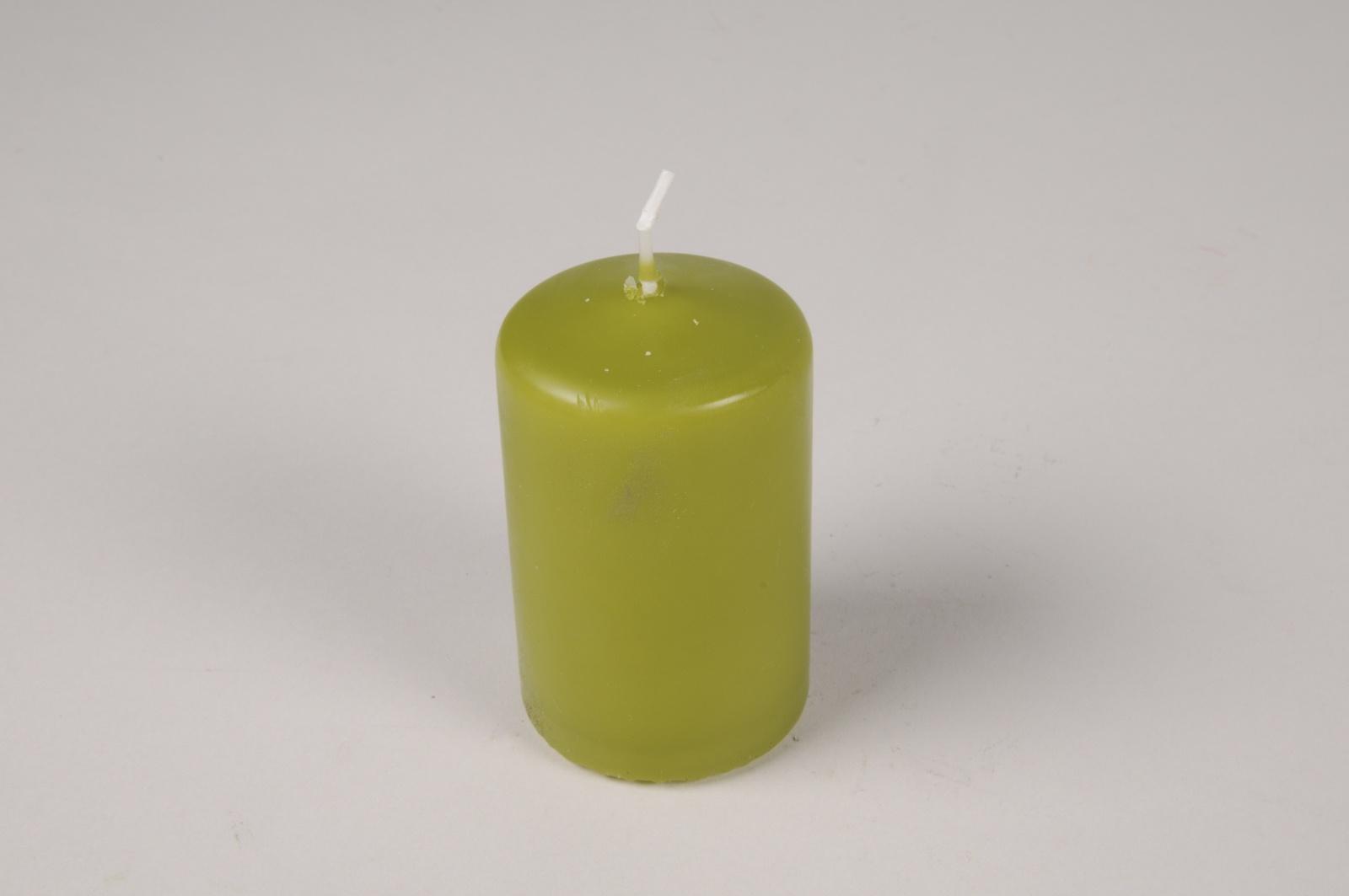 A051RP Boîte de 24 bougies cylindre vert olive D5cm H8cm