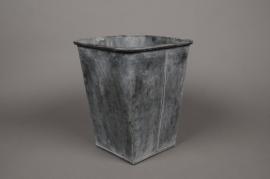 A062Q4 Cache-pot en zinc vieilli 22cm x 22cm H29cm