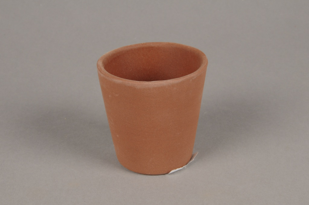 A073T3 Brown concrete planter D7cm H7cm