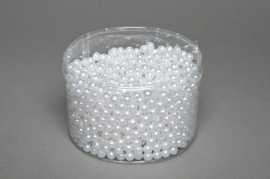 A082MG box of 1200 white beads D8mm