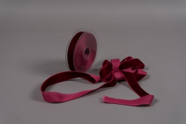 A089UN Dark red velvet ribbon 25mm x 9m