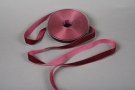 A092UN Dark red velvet ribbon 15mm x 9m