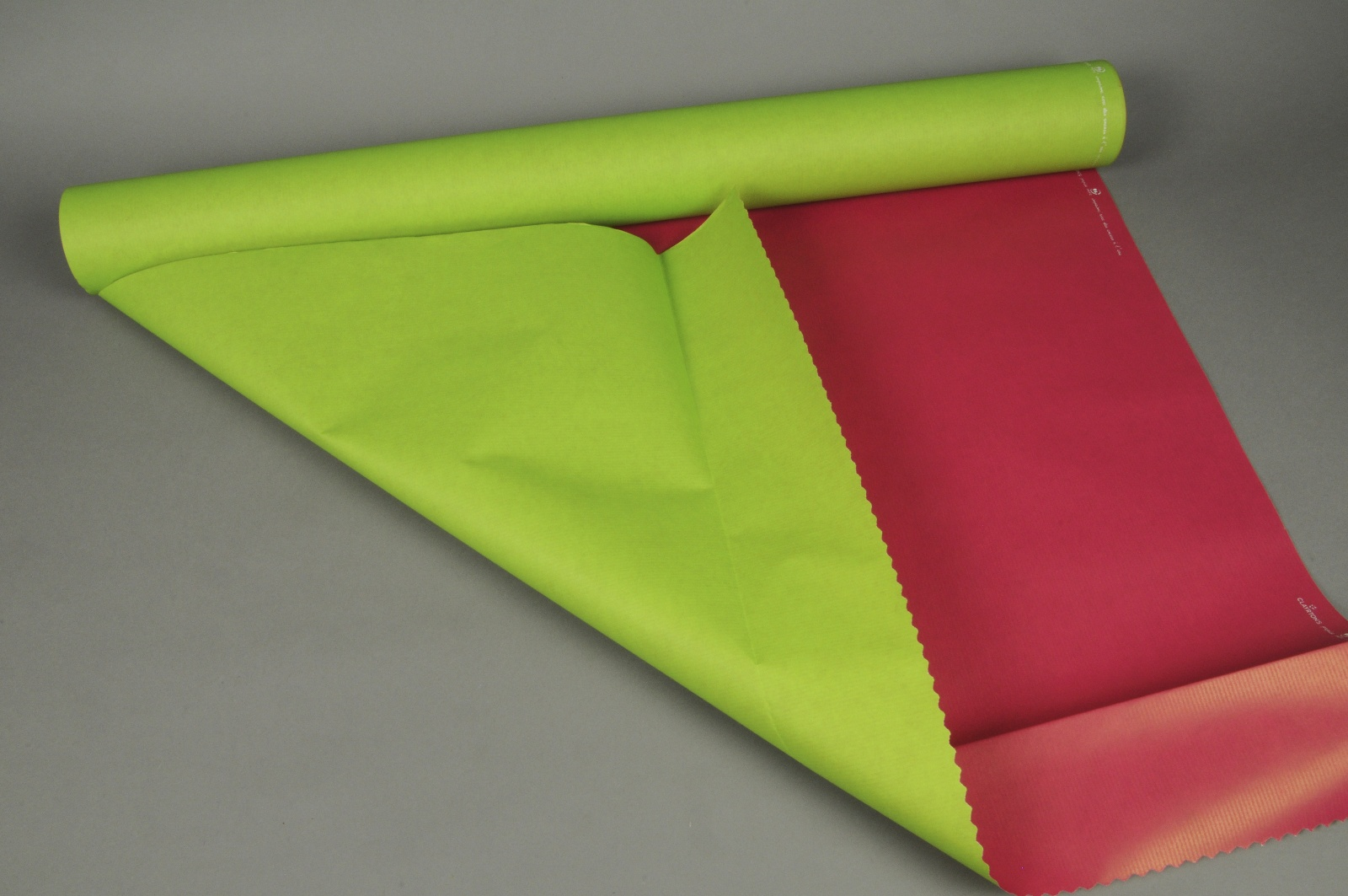 A127QX Rouleau de papier kraft vert pomme / fuchsia 80cmx50m