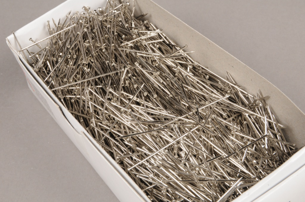 A269MG  Box of 500gr silver pin 38mm