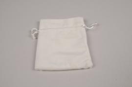 A324UN Pack of 10 velvet bags white 12x9cm