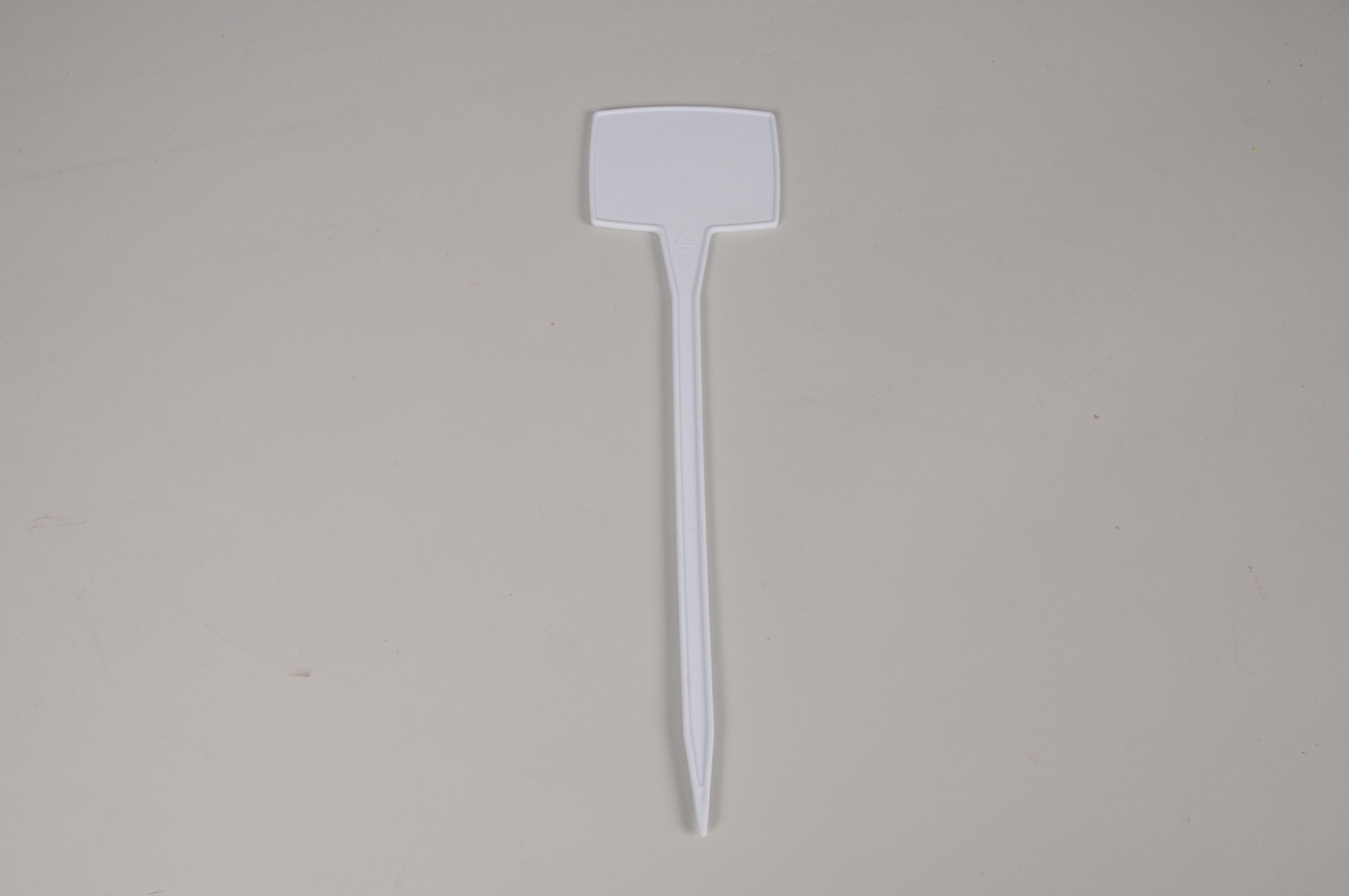A449MG Paquet de 18 pics étiquettes blanches 8x6cm H29.5cm