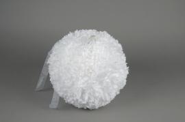 A771DQ Boule fleur en tissu blanc D30cm