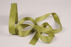 A780UN Ruban satin vert olive 25mm x 15m