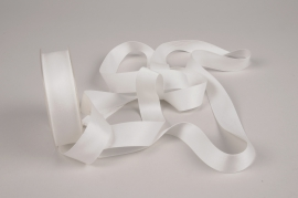 A785UN White satin ribbon 25mm x 15m