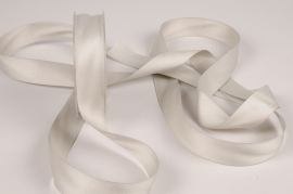 A787UN Silver satin ribbon 25mm x 15m