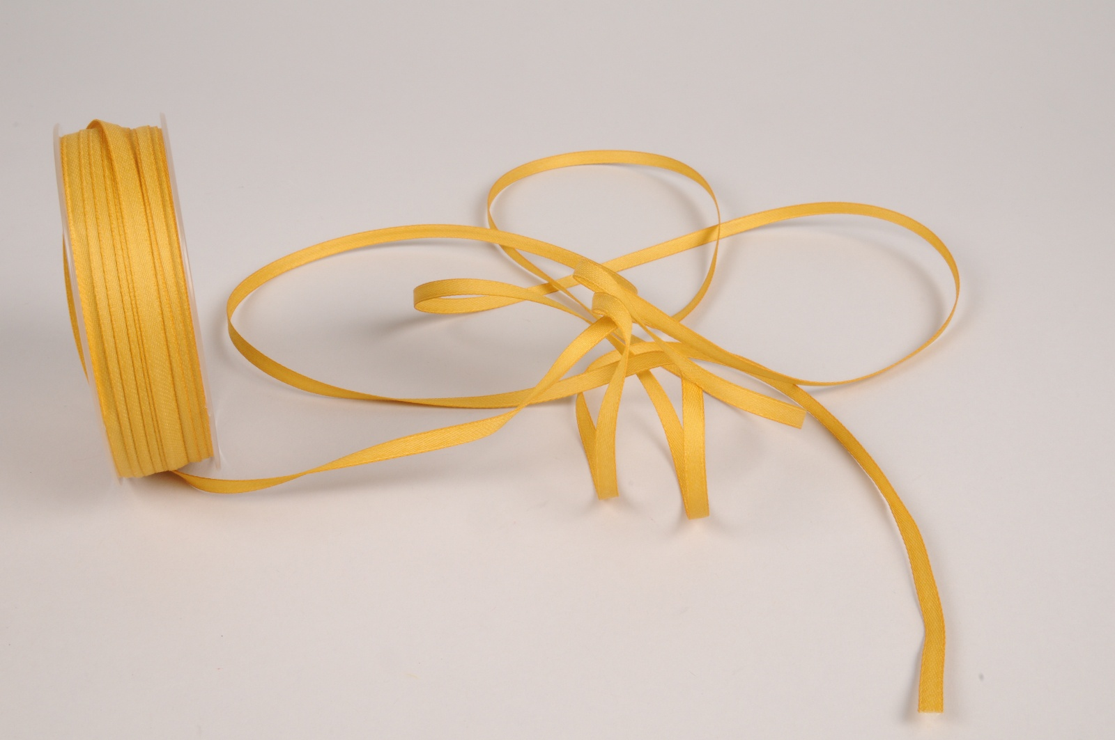 A807UN Ruban satin moutarde 5mm x 70m