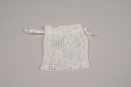 A820UN Pack of 10 white lacework bags H12cm