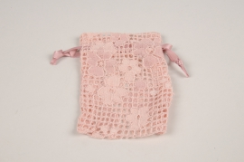 A821UN Pack of 10 pink lacework bags H12cm