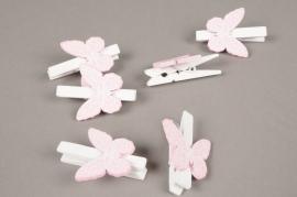 A844GM Sachet de 6 pinces en bois blanc avec papillon rose H5cm