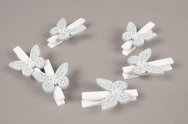 A845GM Pack of 6 white wooden clips with grey butterfly H5cm