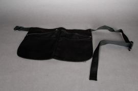 Apron with belt