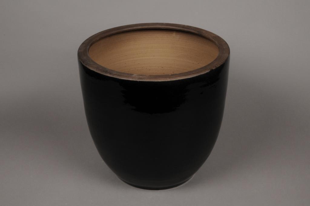 Cache pot noir