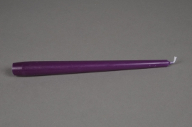 A051IR Boîte de 12 bougies 7h violet H25cm