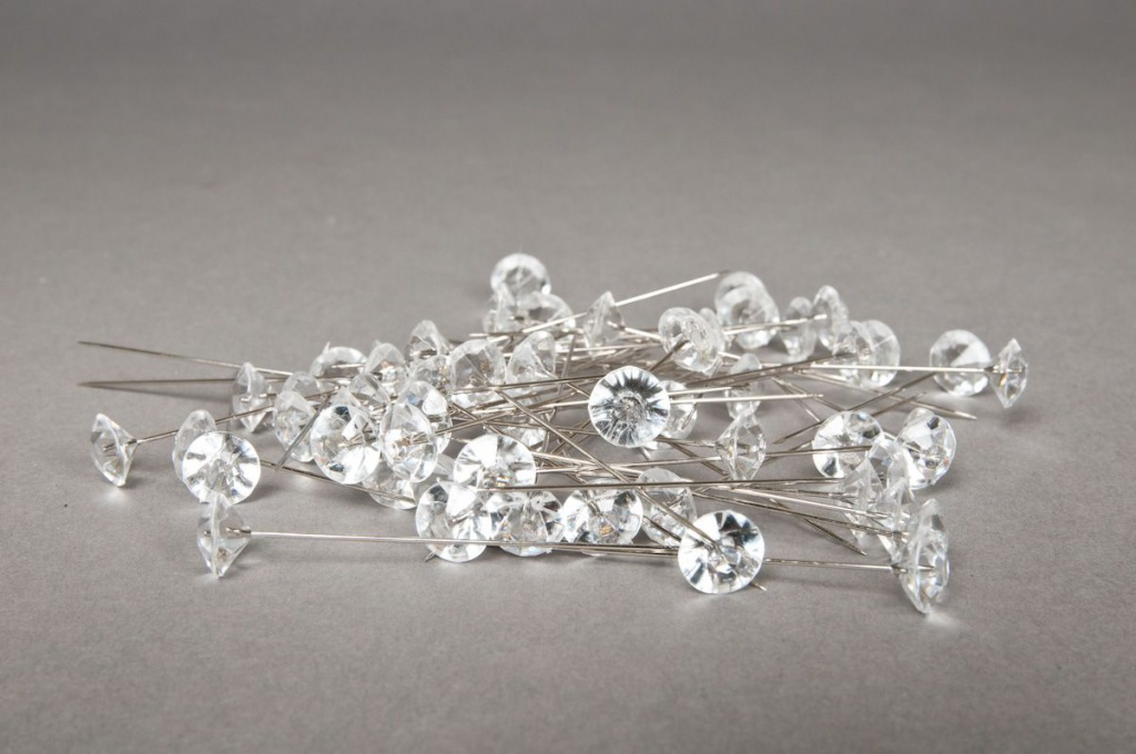Box of 55 pins with diamonds 11mm
