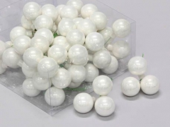 X200X4 Box of 72 shiny white glass balls D30mm