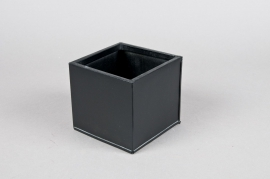 A023GF Cube zinc planter black 12x12x12cm