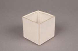 B407WV Ivory ceramic planter 8.5cm x 8.5cm H8.5cm