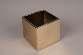 A006W1 Gold ceramic planter 14cm x 14cm H12.5cm