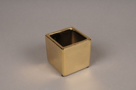 A008W1 Gold ceramic planter 7.5cm x 7.5cm H7cm