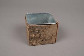 A108DZ Cache-pot en zinc avec écorce 7cm x 7cm H6.5cm
