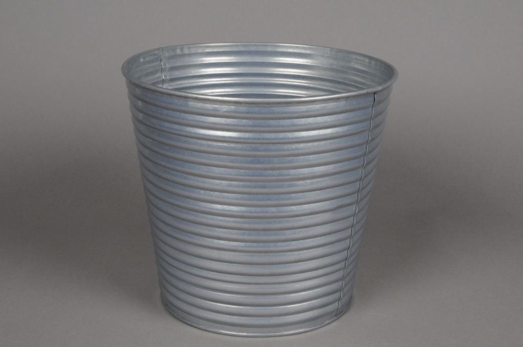 A016L0 Cache-pot en zinc strié couleur argent D21cm H20cm