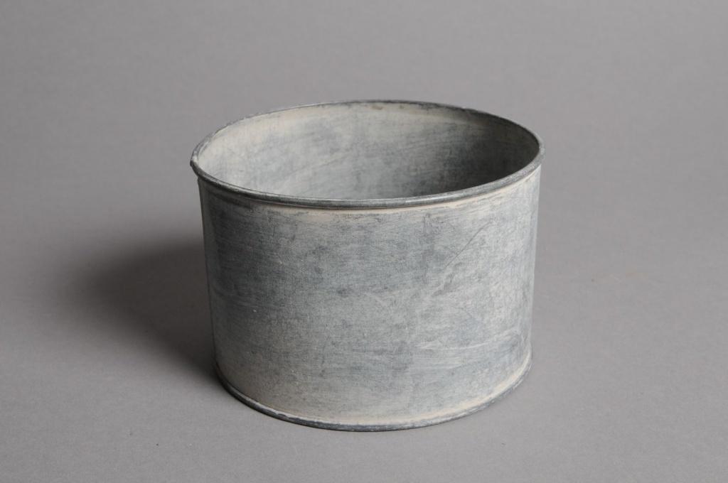 Cache pot metal