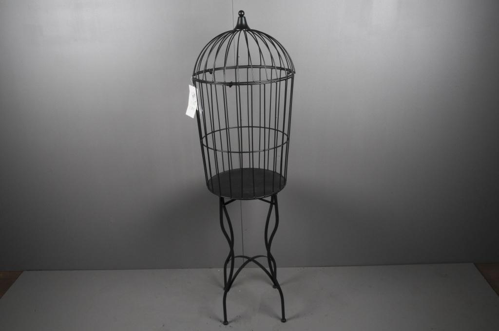 cage en fer. Black Bedroom Furniture Sets. Home Design Ideas